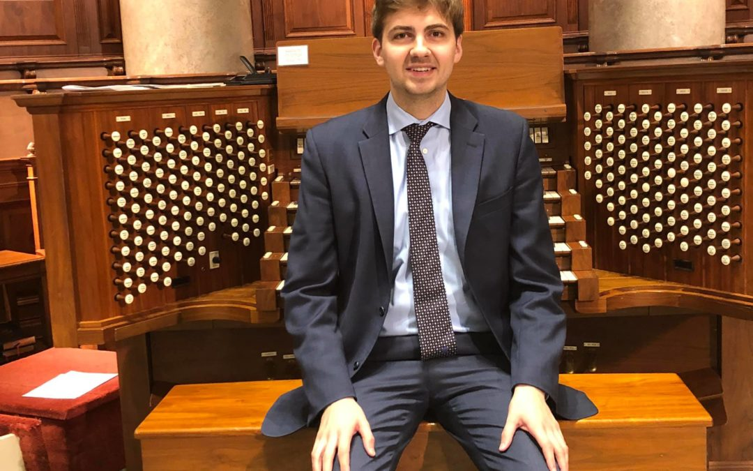 Organist Colin MacKnight in Online Music at Midday